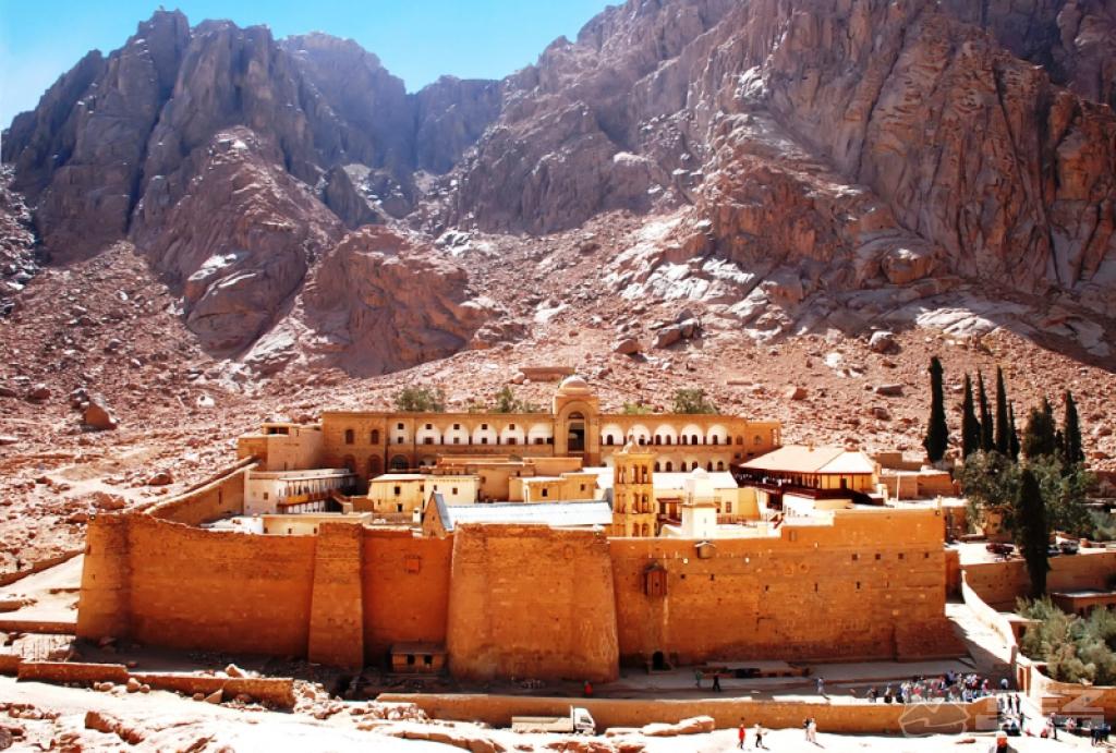 Гора Синай с монастырем у её подножия