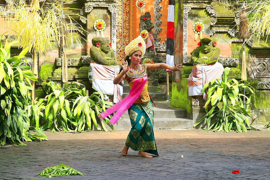 Бали, танецовщица