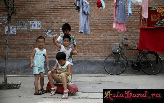 Китай разрешил всем семьям иметь двоих детей