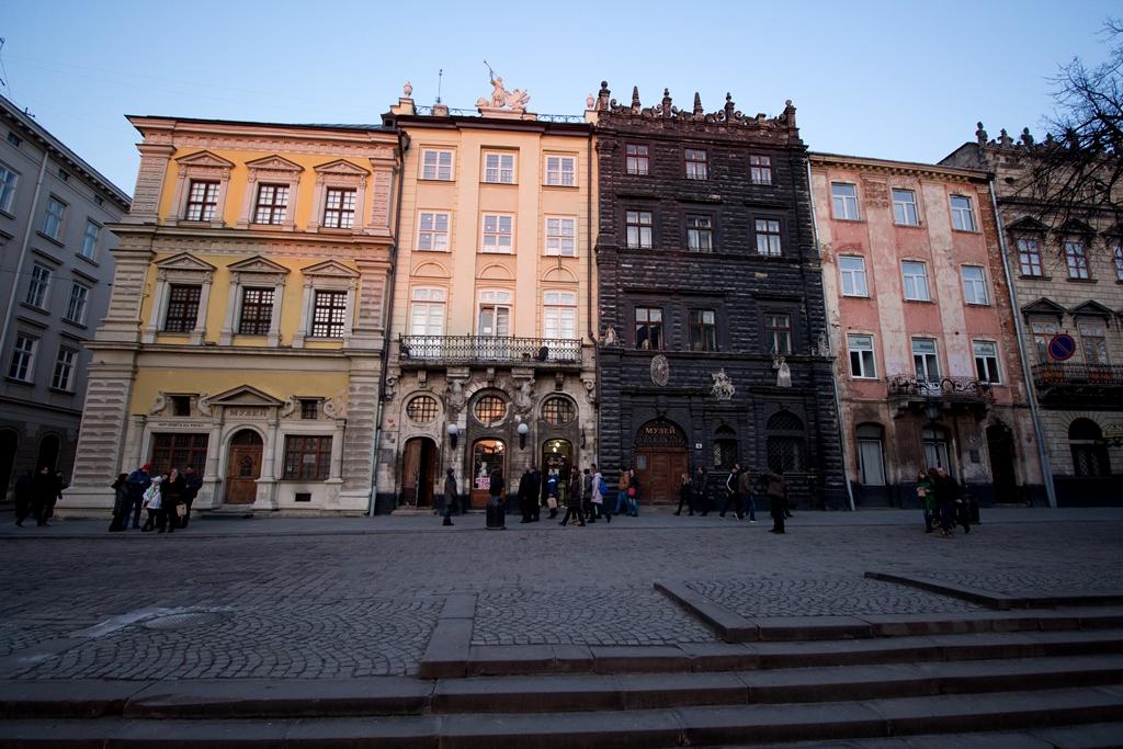 Архитектура площади Рынок во Львове