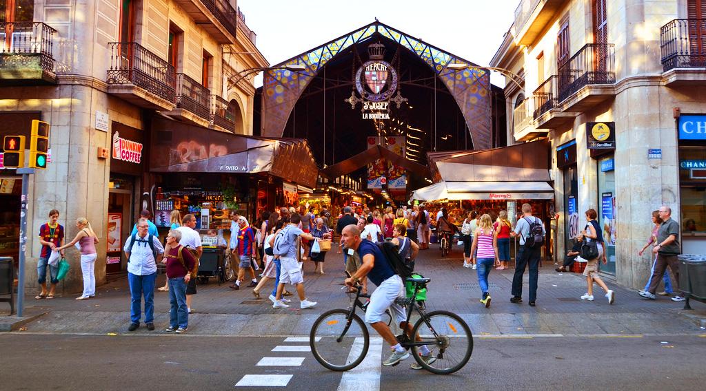 Главный вход в рынок Бокерия в Барселоне
