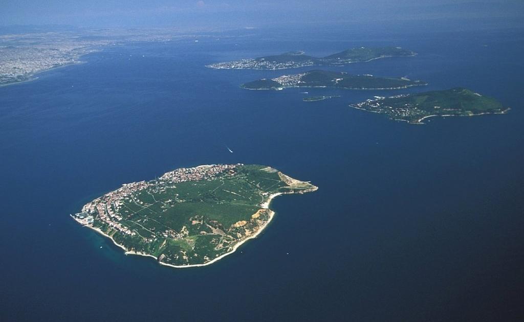 Острова Адалар