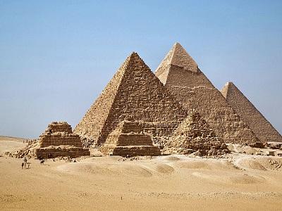 добраться до пирамиды
