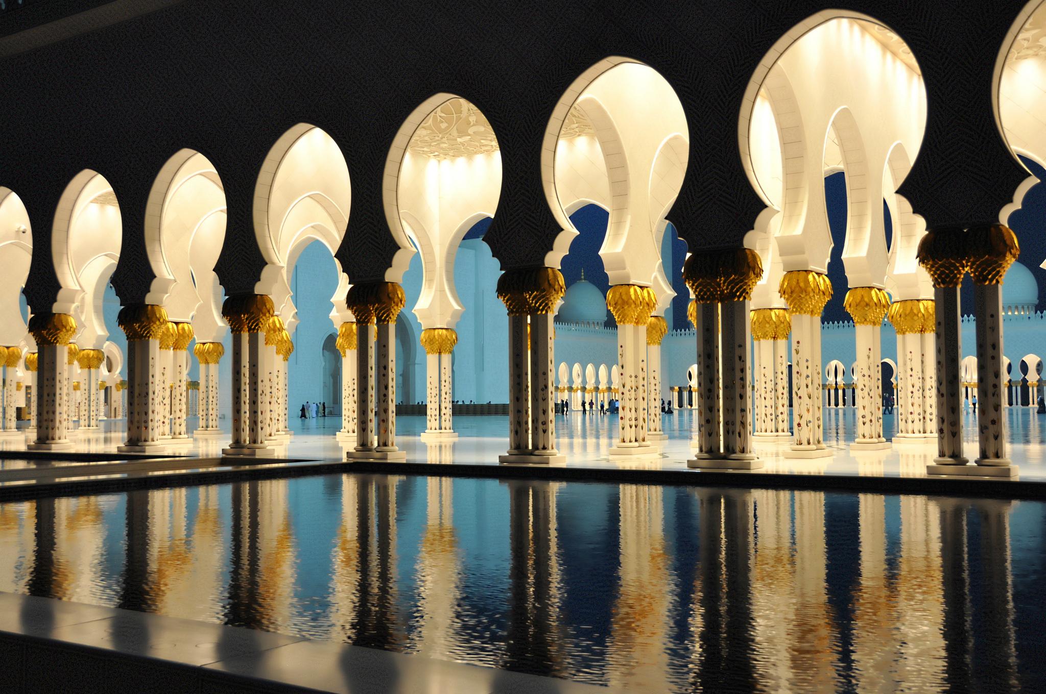 Бассейн и коридор в Большой мечети
