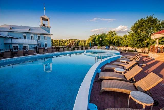 Открытый бассейн в пляжном комплексе Труханов, Киев