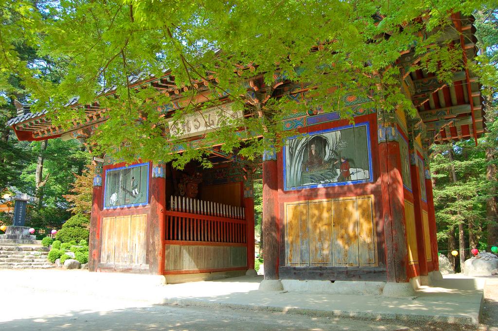 Вход в монастырь Вольчжонса, Южная Корея