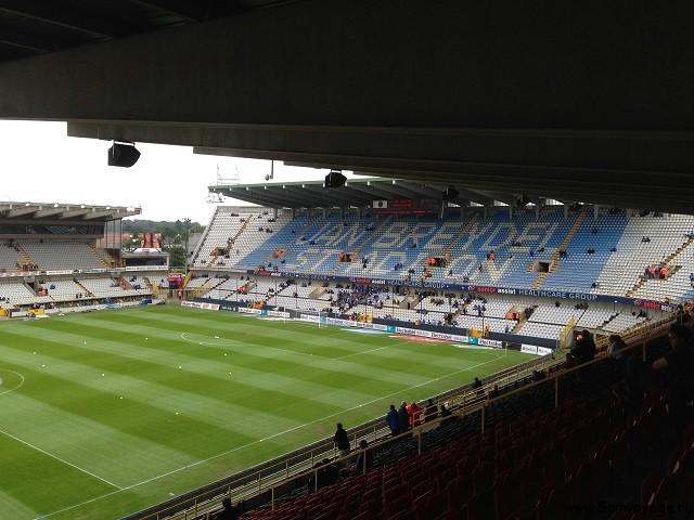 Пустая трибуна стадиона Брюгге, вираж
