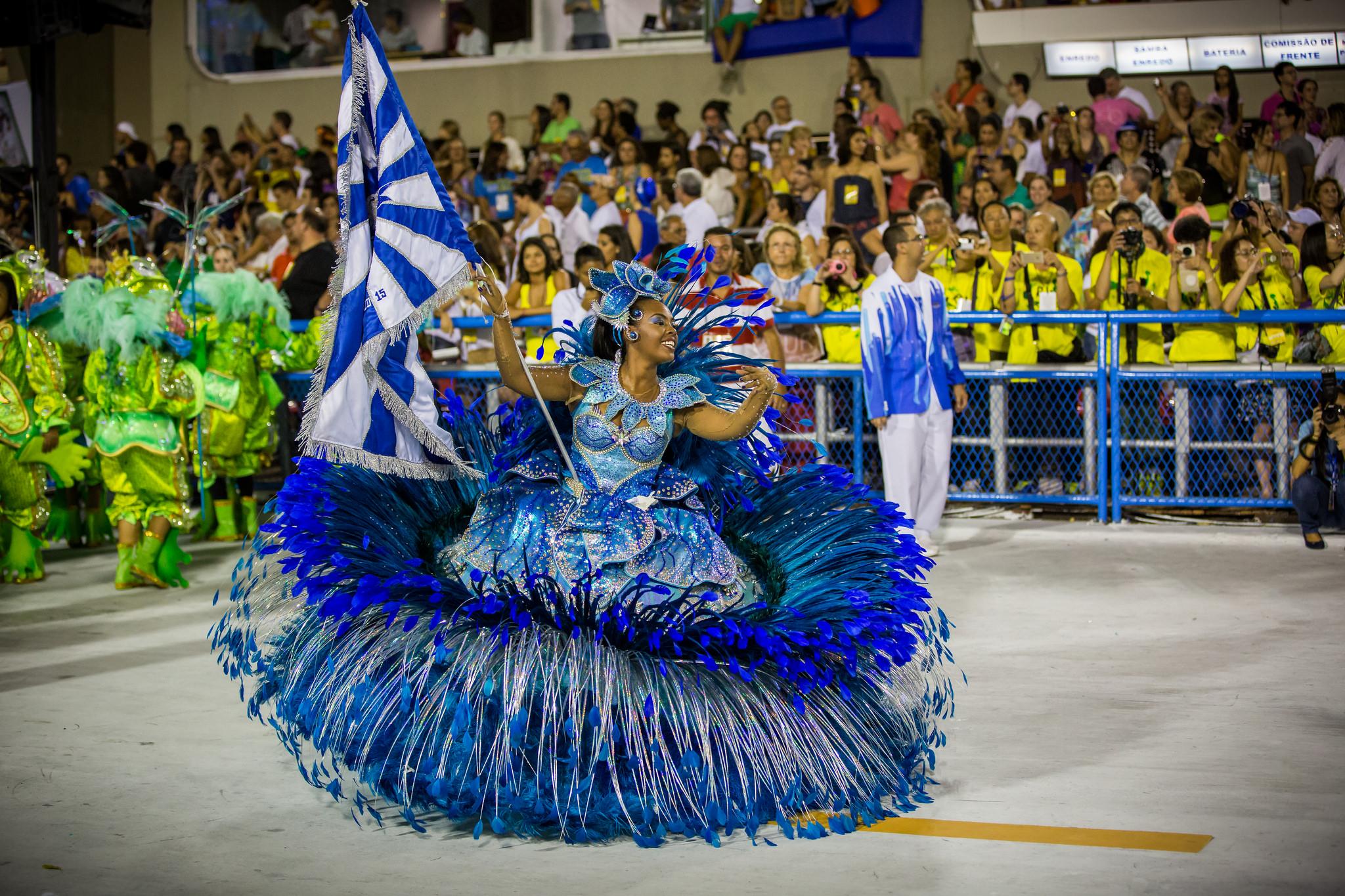 Самба парад на Бразильском карнавале