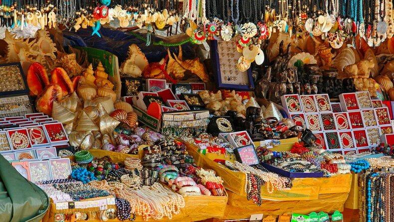 Лавка с сувенирами на острове Джеймса Бонда в Тайланде
