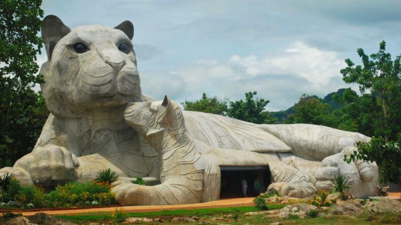 Храм Wat Pha Luang Ta Bua в Канчанабури