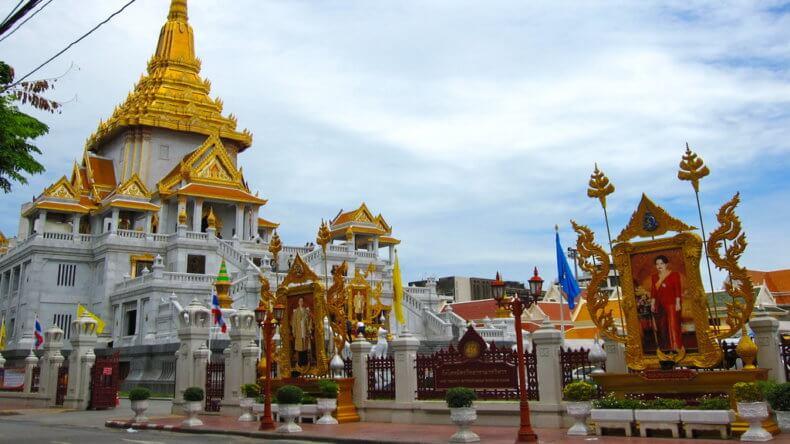 Храм Wat Traimit в Бангкоке