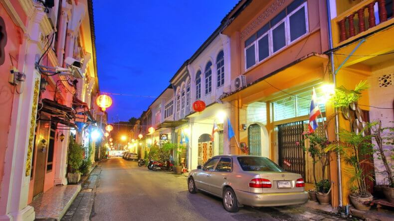 Улица Soi Romanee в Пхукет Таун