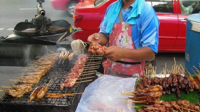 Развлечения в Тайланде - трапеза у макашниц