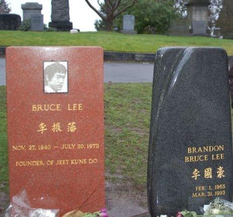 Памятник Брэндону Ли