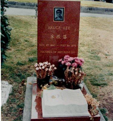 памятник Брюс Ли