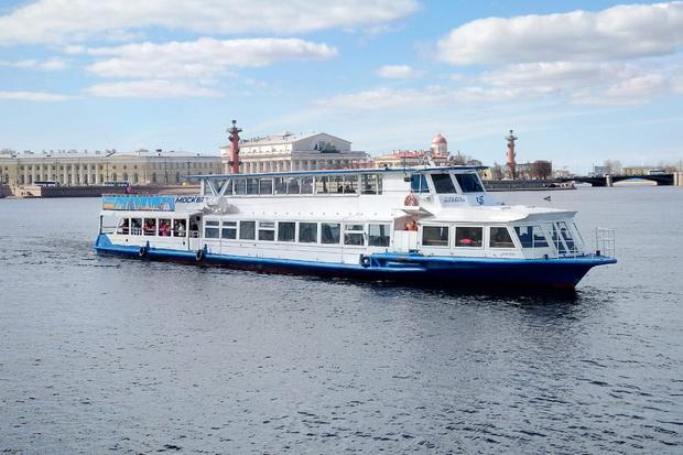 В Петербурге открылся сезон водных экскурсий по рекам и каналам