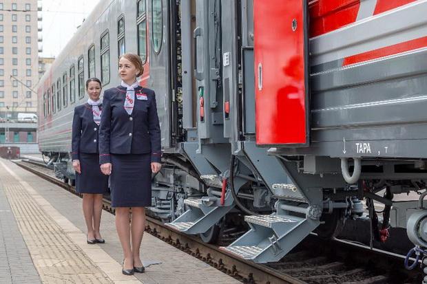 РЖД презентовали новый купейный вагон с душем и холодильником