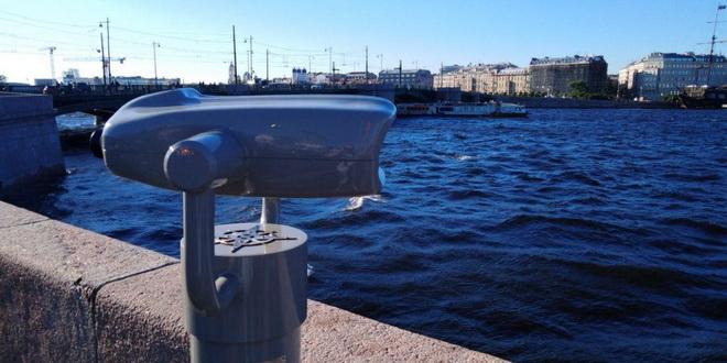 На Васильевском острове Петербурга появились смотровые площадки с биноклями
