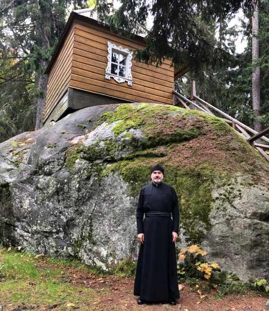 Гендиректор крупного круизного туроператора ушел в монастырь