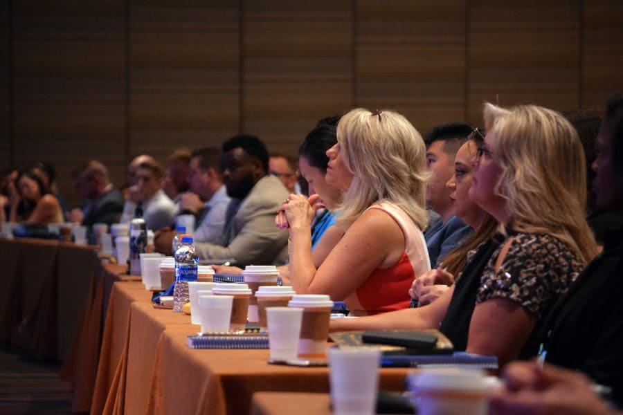 Организация конференций и встреч компанией DINADIS